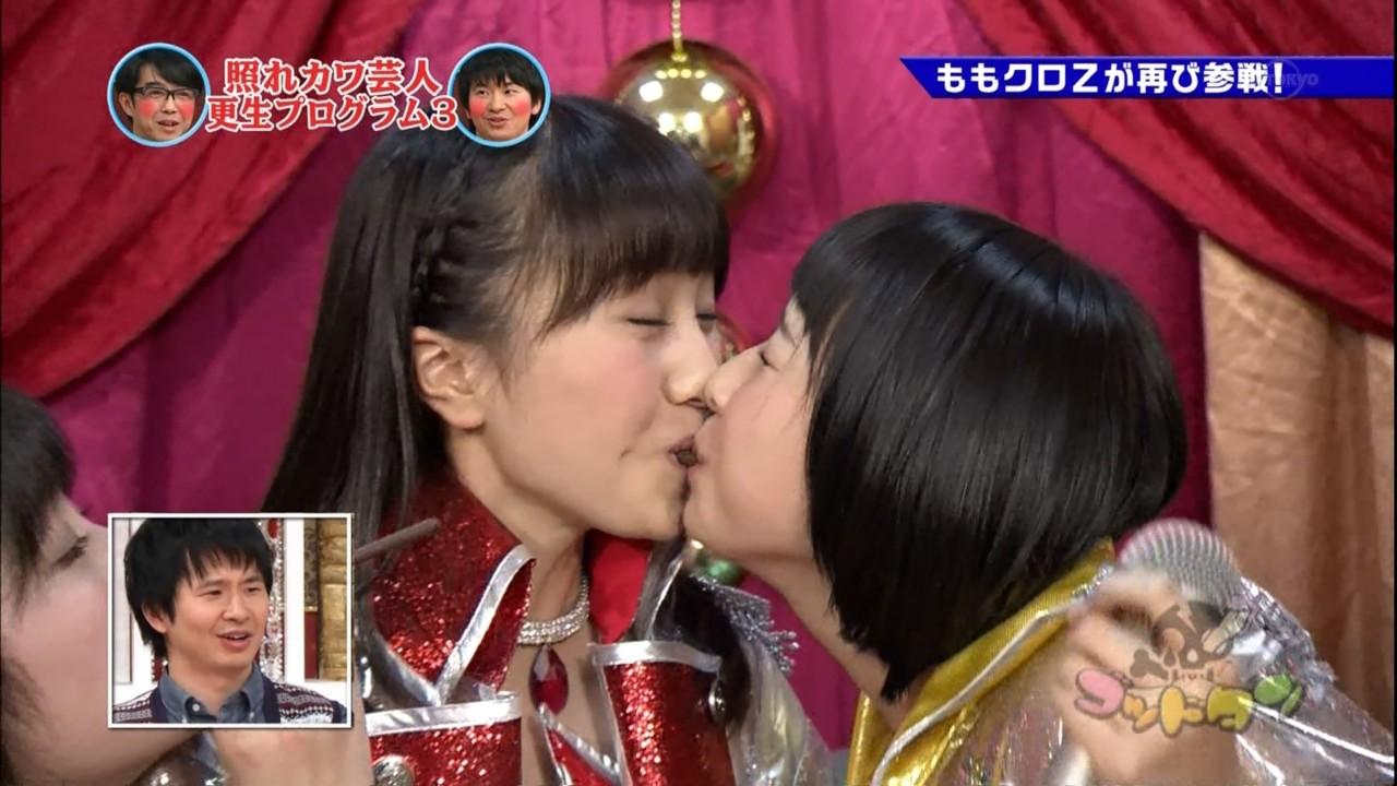 玉井詩織のキスしてる百田夏菜子の顔がやばい(笑)0