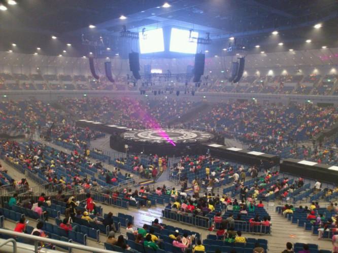 【画像】「ももクロ春の一大事2012 横浜アリーナまさかの2DAYS」2日目は中央ステージのみ?!