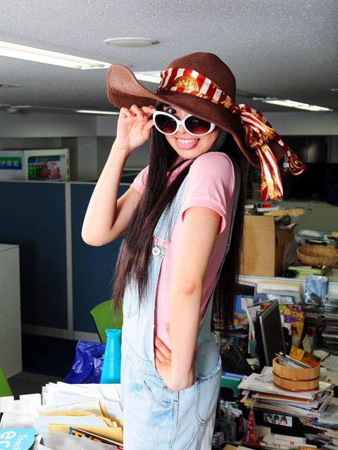 【画像】佐々木彩夏にこんな風に指さされ隊!