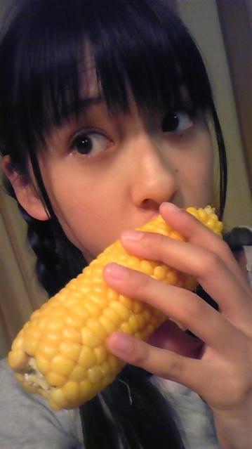 【画像】食いしん坊な玉井詩織は僕達を癒してくれる